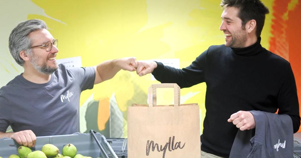 Myllas grundare och VD Rickard Sandahl (t.v) är glad att få med klimatsmarta entreprenören och bonden Jens Thulin i expansionen
